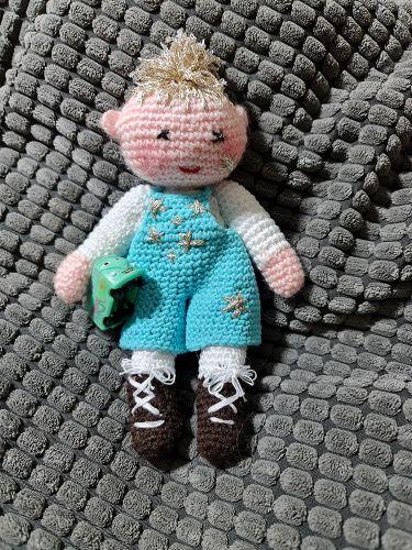 Ručně háčkovaná panenka