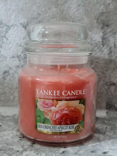 Svíčky střední kulaté 411 g - Sun-Drenched Apricot Rose