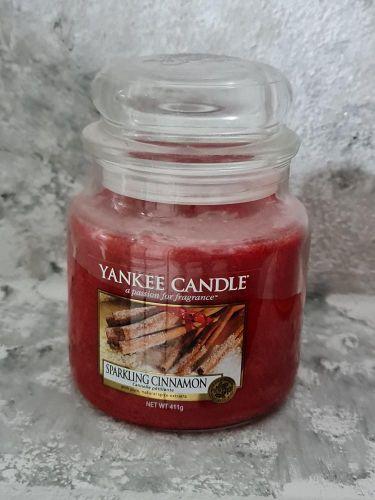 Svíčky střední kulaté 411 g - Sparkling Cinnamon