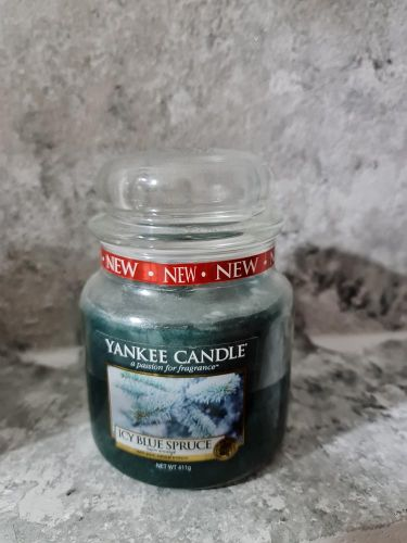 Svíčky střední kulaté 411 g - Icy Blue Spruce